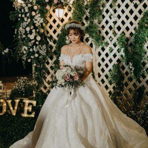 váy cưới trễ vai