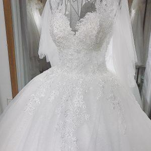 váy cưới tay áo cánh tiên